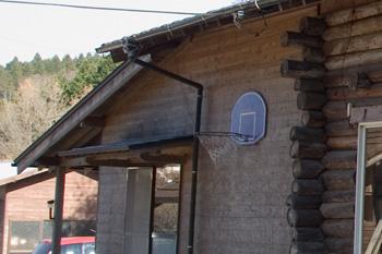 竹工房オンセ、修繕前の壁